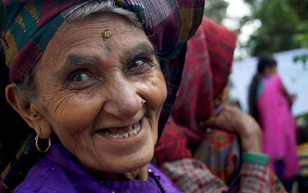 Espectadora de un baile para mujeres, Gorkha, Nepal de Victoria Rovira.