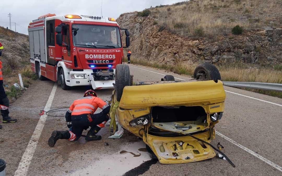 En el siniestro han intervenido, además de los bomberos, servicios sanitarios, Guardia Civil y Protección Civil / Bomberos DPT
