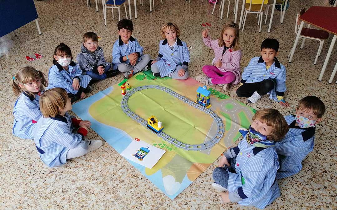 Los alumnos de Educación Infantil del colegio La Inmaculada de Alcañiz aprenden robótica divirtiéndose./ Colegio La Inmaculada