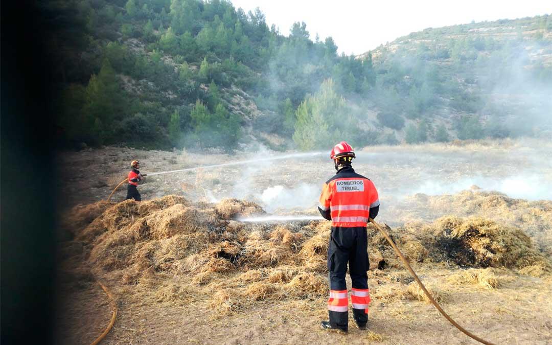 Los bomberos del Parque de Alcañiz han sofocado las llamas./ Bomberos de la DPT