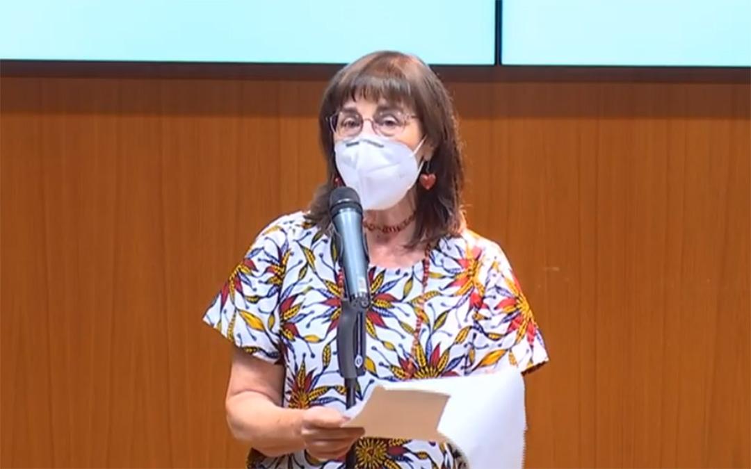 Carmen Magallón, durante la lectura del discurso tras recibir el premio de la FAS./ YouTube FAS