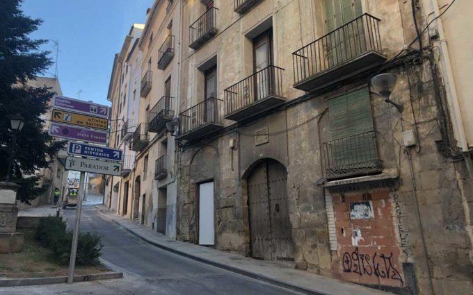 Subastan por internet una casa y solares en Alcañiz por más de 5 millones de euros