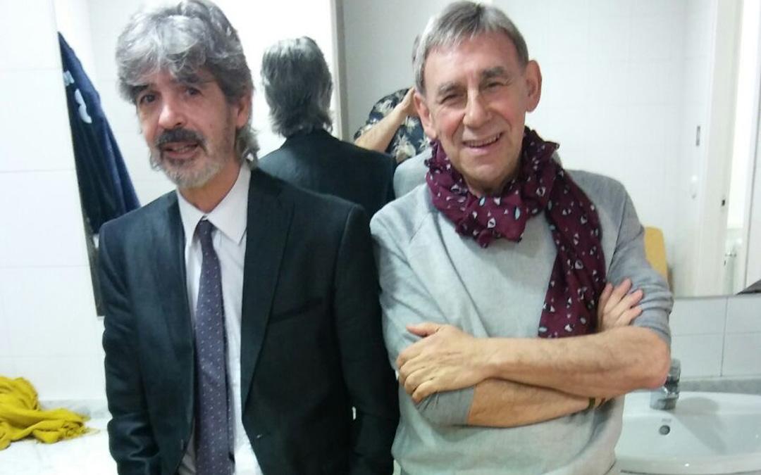 Balasch y Carbonell, entre bambalinas en uno de sus shows. Actuaron juntos durante 25 años. / Archivo personal