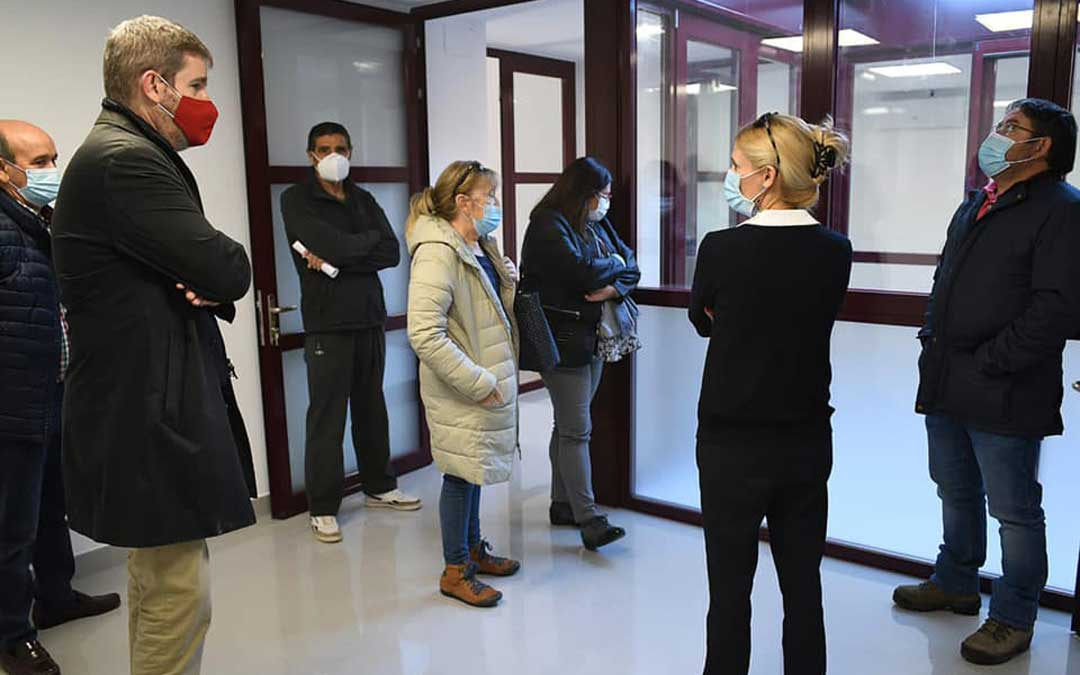 Visita del equipo de gobierno de Alcañiz a las obras del consultorio de Puigmoreno