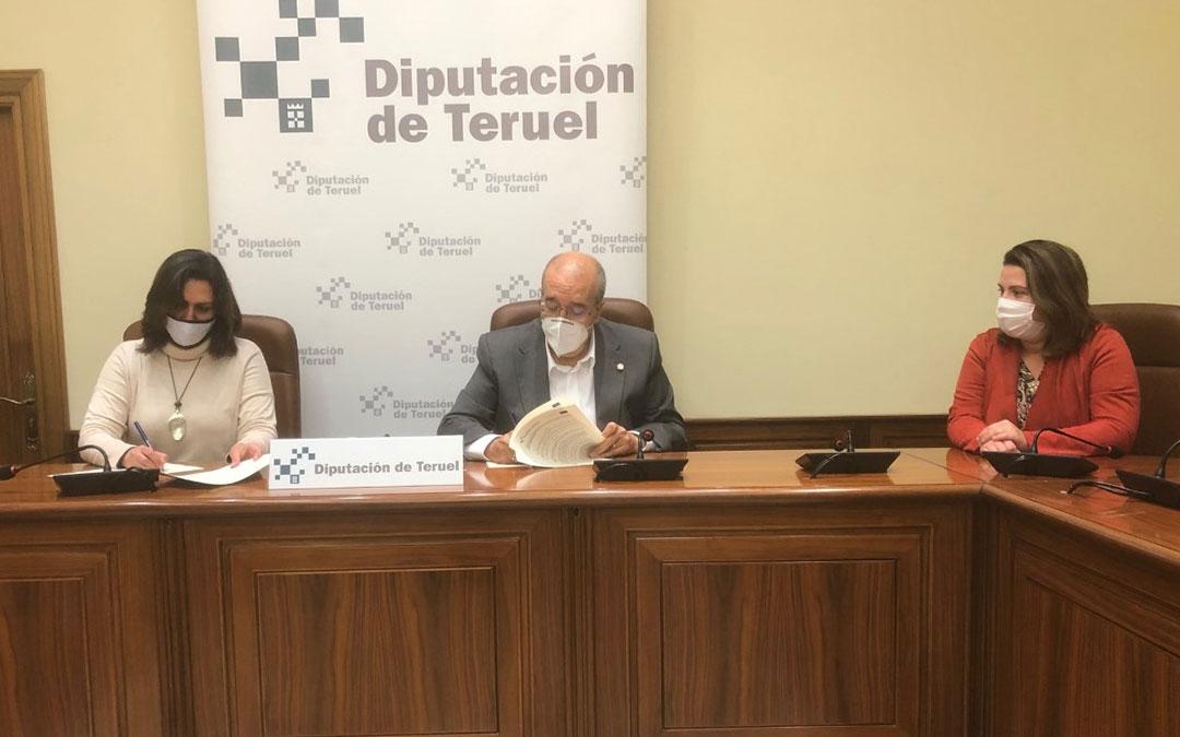 Firma del convenio de Diputación de Teruel con CCOO. / DPT