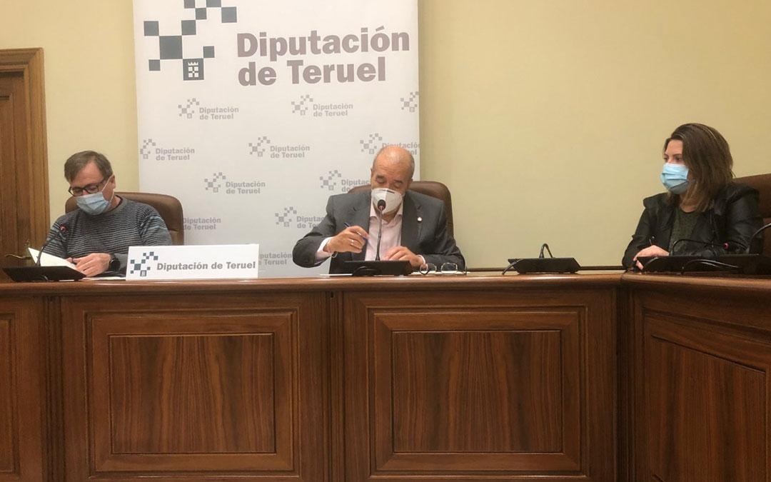 Firma del convenio entre Diputación de Teruel y UGT. / DPT