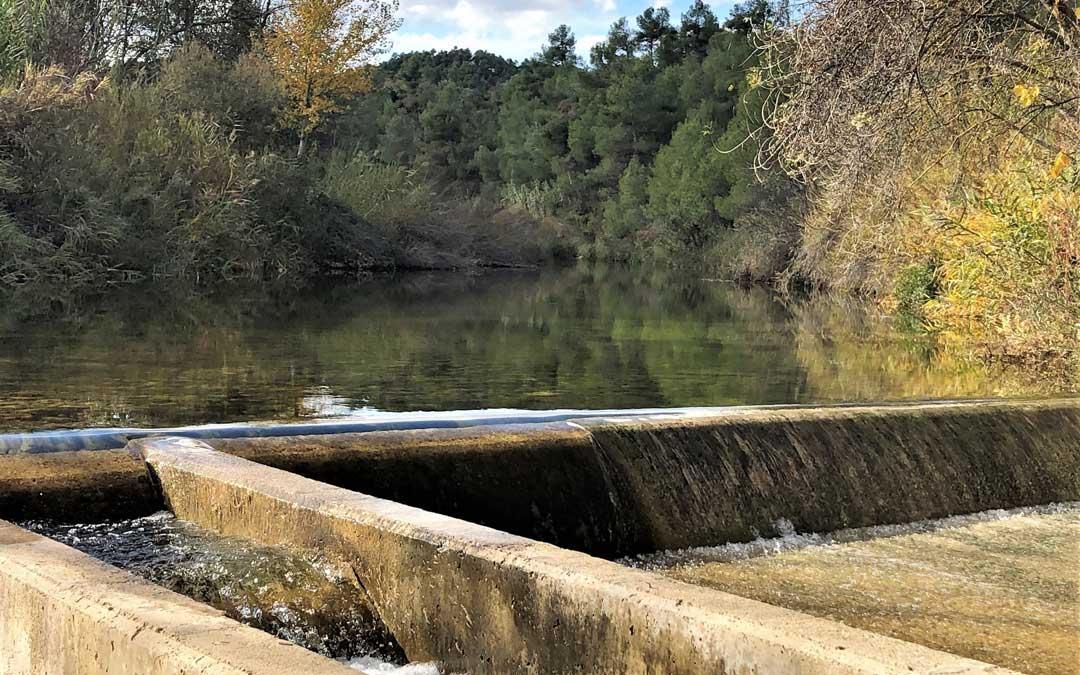 Imagen de la captación de aguas de Cretas durante estos días en los que el río Algars, presenta un abundante caudal. FOTO: Juan Luis Camps.