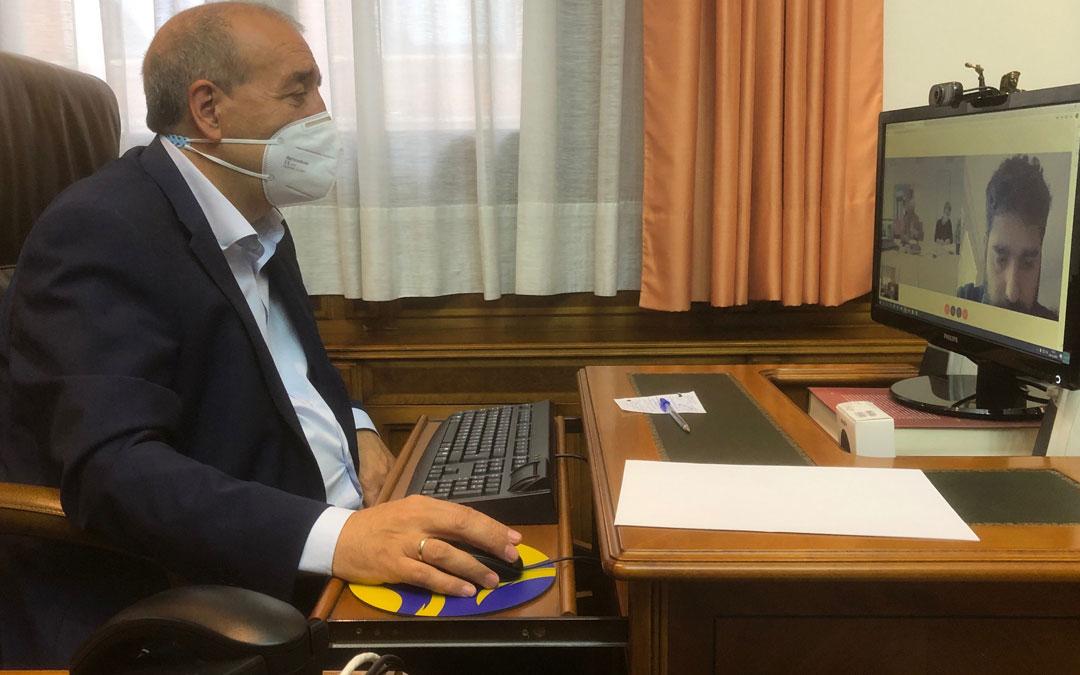 Manuel Rando, presidente de la DPT, en la reunión vía on line mantenida con la DGA y la presidenta del patronato del Geoparque