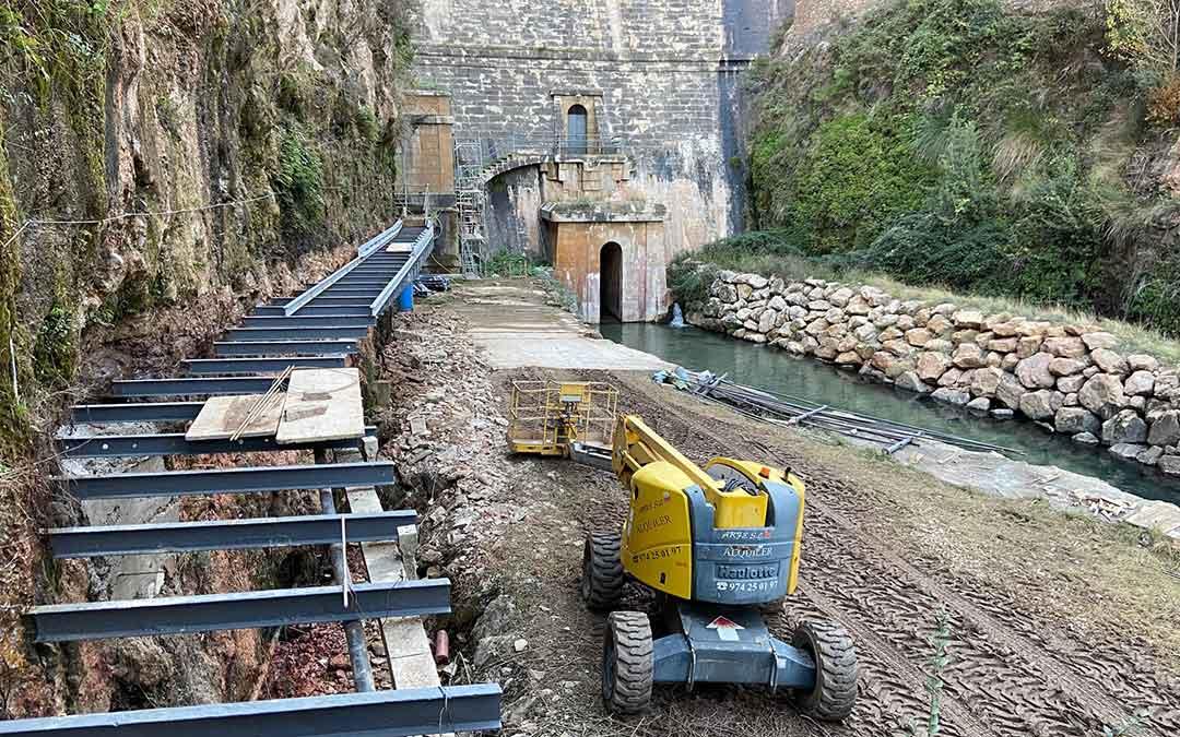 Las obras en el embalse de Cueva Foradada se están desarrollando en la parte baja de la infraestructura./ L.C.