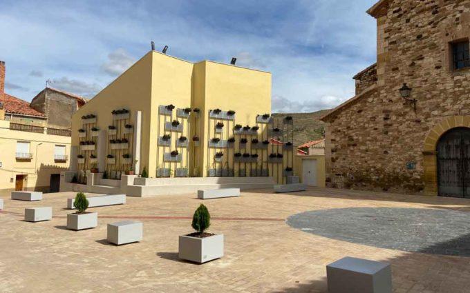 La plaza de Estercuel, más amplia y luminosa con 280.000 euros del FITE