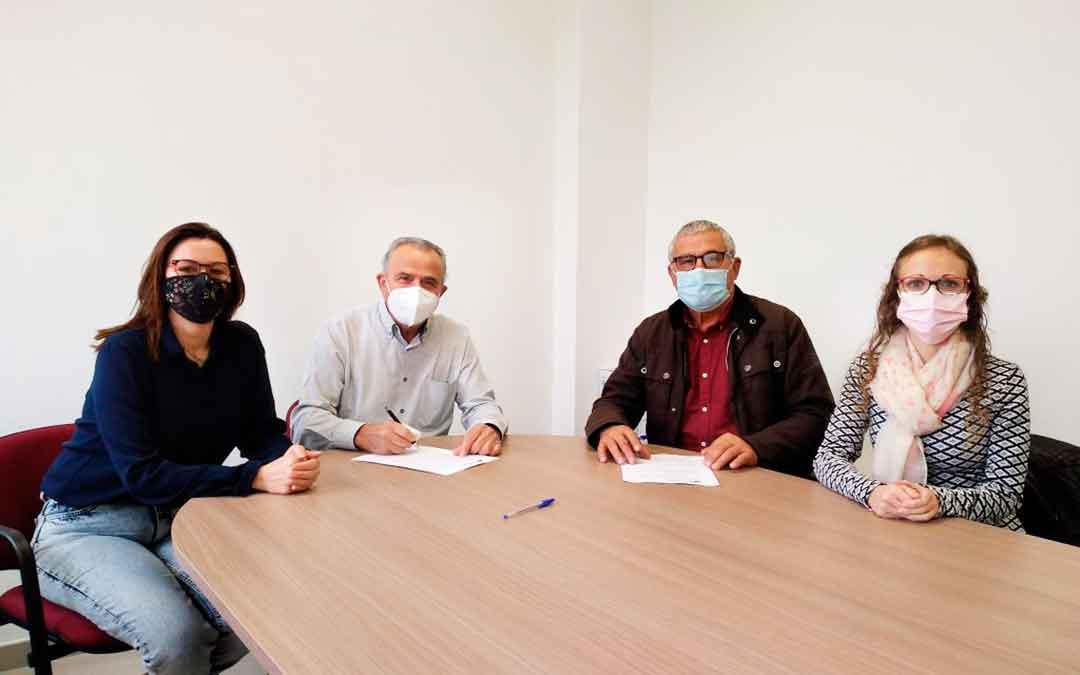 El convenio de colaboración lo han firmado representantes de la Asociación ASAPME junto al presidente comarcal, Joaquín Llop, y la consejera de Servicios Sociales, Ana Jarque.