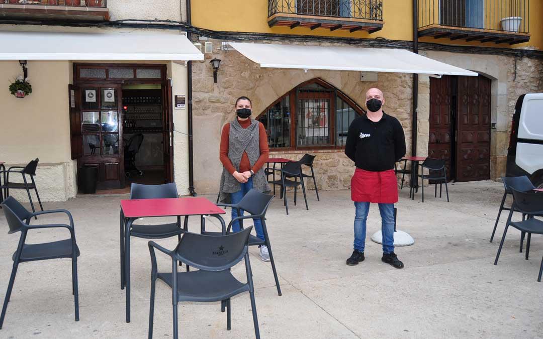 Montse y Nacho regentan desde hace tan solo 1 mes La Taberna de Fuentespalda