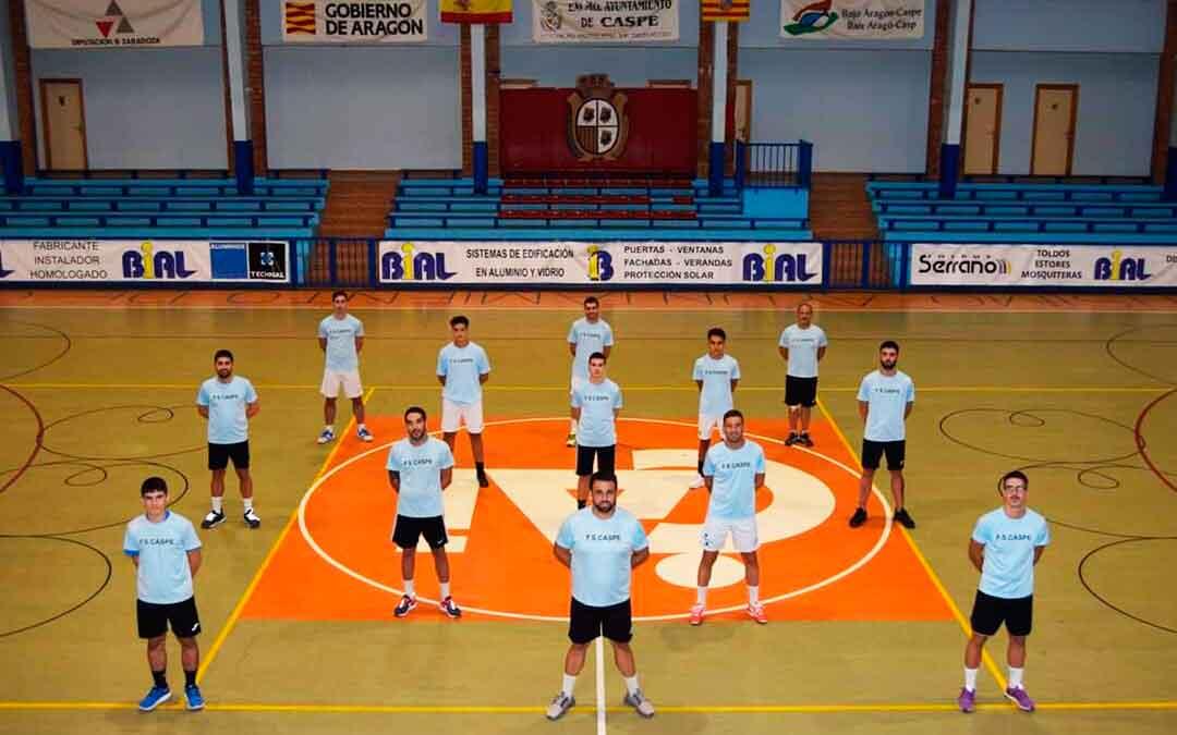 Los jugadores del primer equipo de FS Caspe en el interior del pabellón Manuel Barriendos. Imagen: FS Caspe.