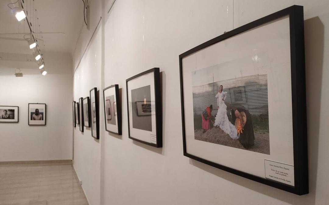 La quinta muestra de 'Cazadores de imágenes', del Archivo Jalón Ángel, en la Sala de Arte Contemporáneo del Centro de Estudios del Bajo Martín en Híjar.