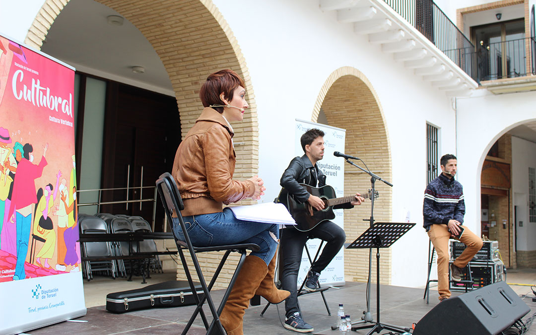 Angélica Morales, Mario Lafuente y Mario Hinojosa, en el recital de música y poesía en Cultubral en Híjar. / B. Severino