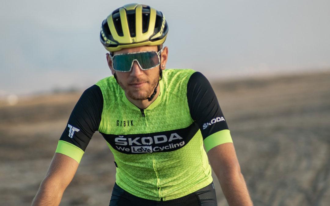 Jorge Lamiel con los colores del Skoda WeLove Cycling en la Titan Desert