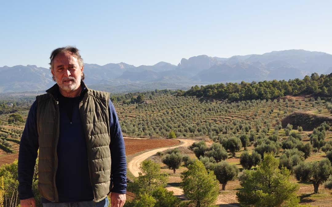 José María Rodas, es el propietario e impulsor del aceite de oliva extra virgen Diezdedos.