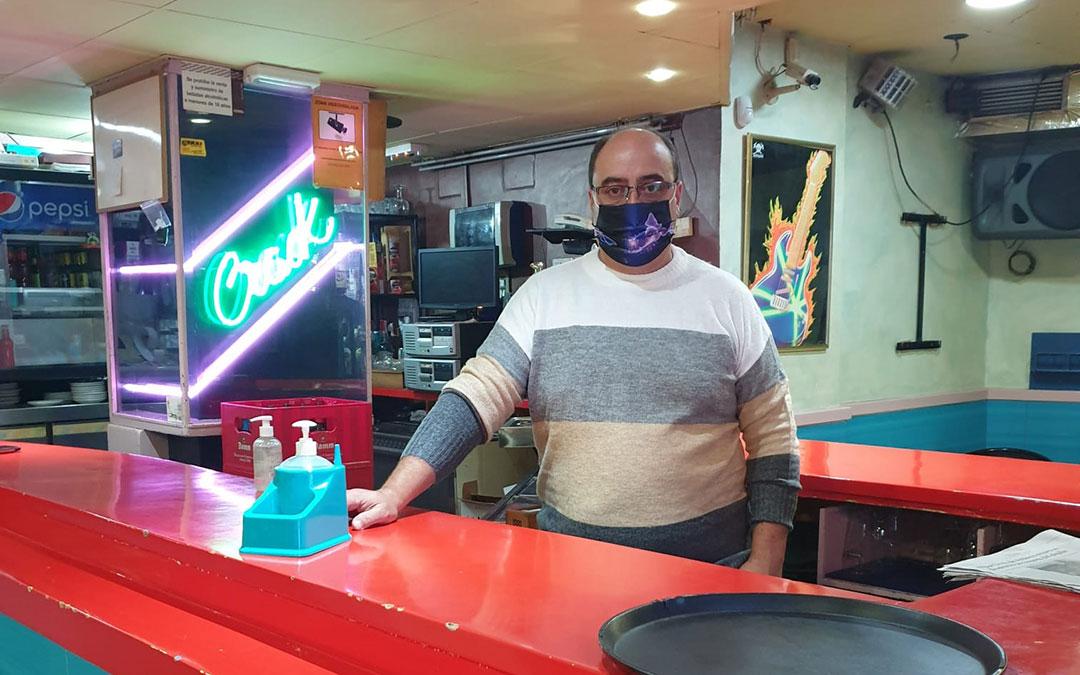 José Manuel regenta el bar Crack desde hace casi 35 años