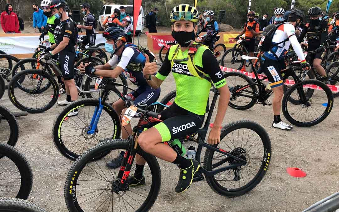 El biker bajoaragonés Jorge Lamiel momentos antes de comenzar una de las etapas
