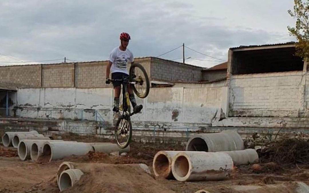 Uno de los deportes que se puede practicar en La Ventolera es el biketrial