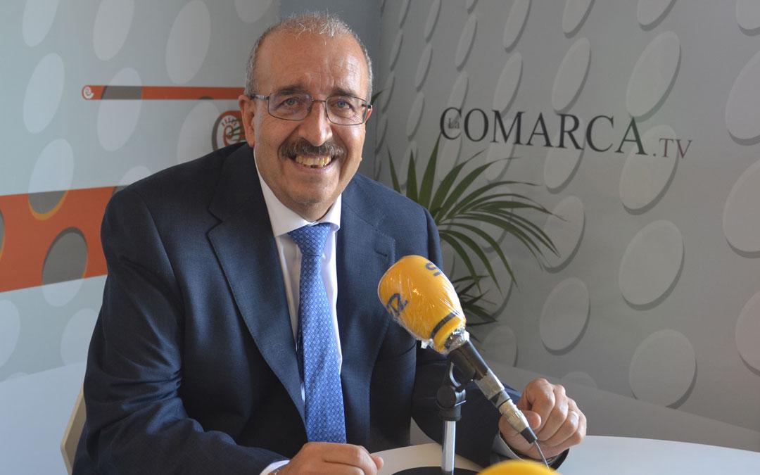 Manuel Rando, presidente de la DPT, en los estudios de Radio La Comarca