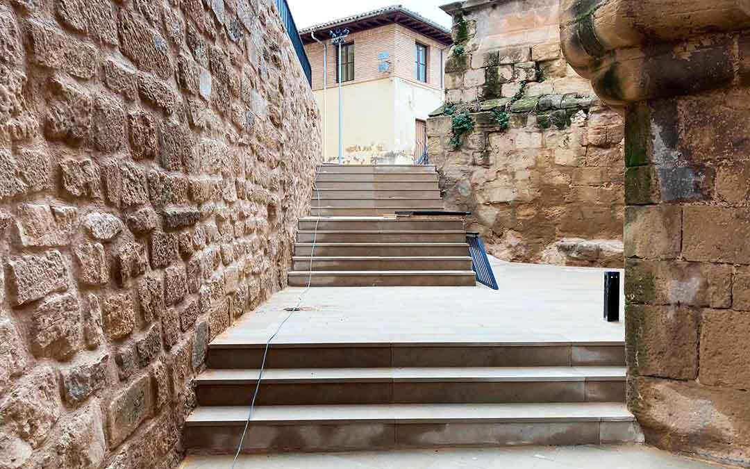 Imagen de una parte del Patio de Armas del Castillo de Caspe, renovado.