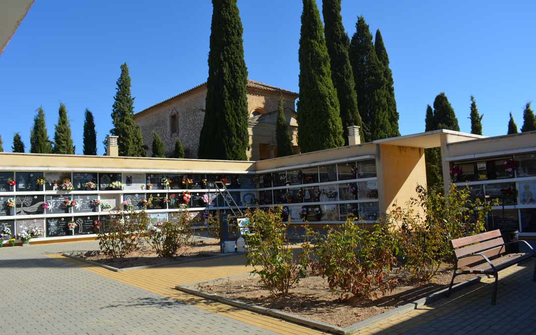 Poca afluencia en el cementerio de Alcañiz en este 1 de noviembre./I.M.