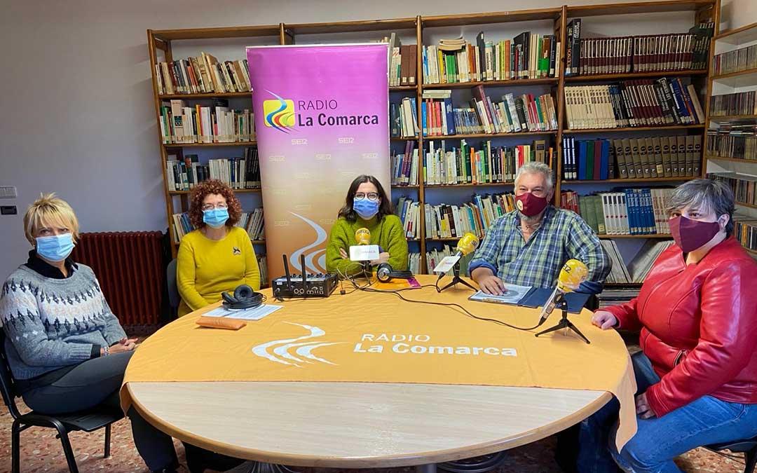 Algunos de los invitado al programa especial de Radio La Comarca en la Casa de la Cultura de Andorra./ L.C.