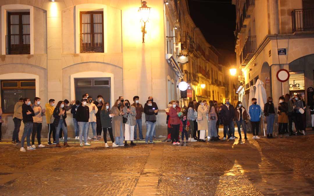 Muchos vecinos de Alcañiz han apoyado la cacerolada / L. Castel