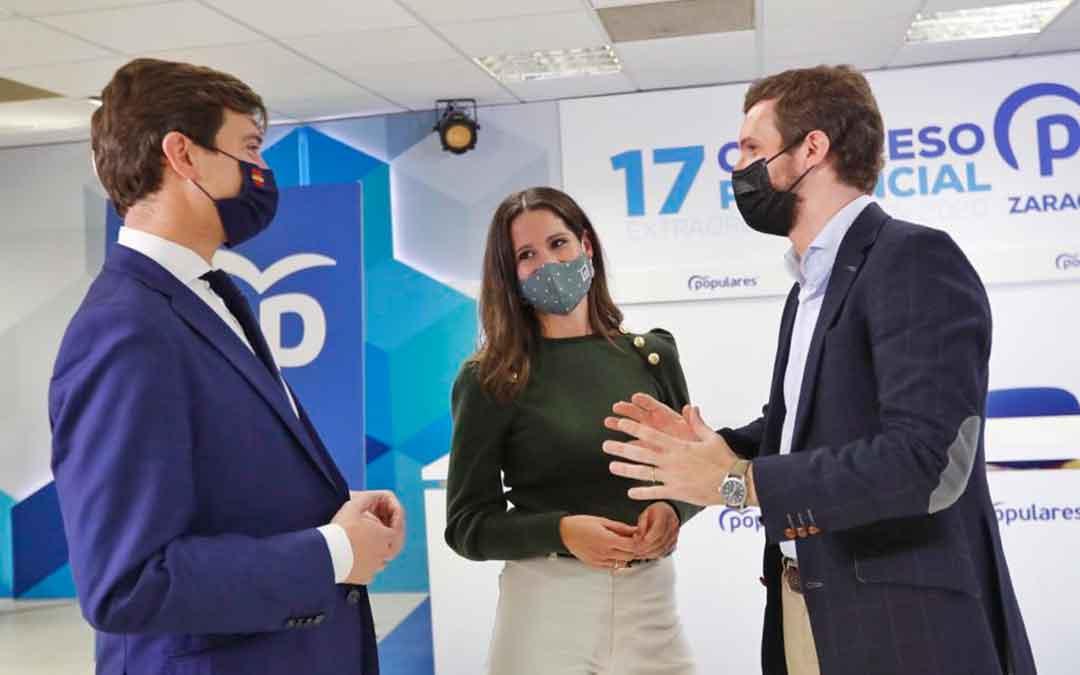 Ramón Celma junto a su esposa, Gloria Frago, y el presidente del PP a nivel nacional, Pablo Casado.