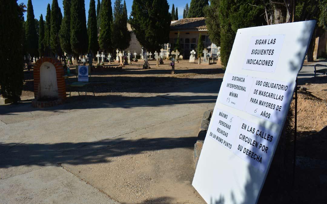 Normativas en el cementerio de Alcañiz./I.M.