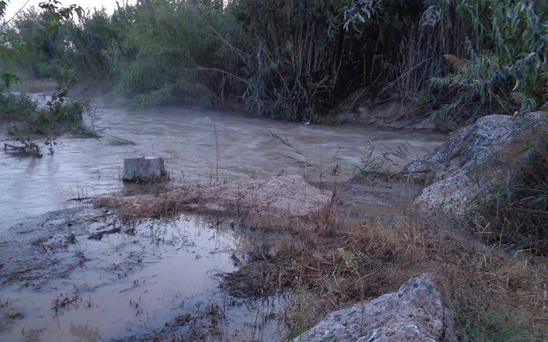 El desembalse arrasó la palanca en la Badina así como caminos en las Vegas en Urrea. / Valdecara - A. Martín