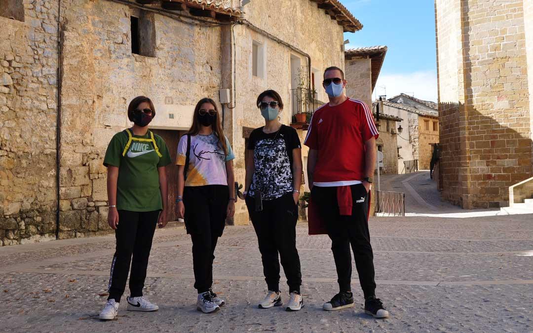 Los integrantes de la familia Remolins Jesé, de Monzón, fueron unos de los pocos turistas que acudieron al Matarraña