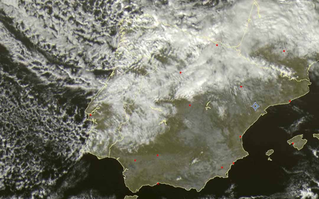 La masa de aire frío ha comenzado ya a entrar a la península ibérica por el noroeste.