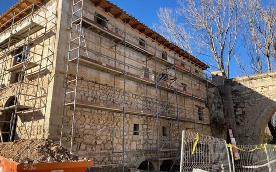 Con los trabajos de refuerzo de la estructura del Molino Harinero se implementa la labor que realiza el Taller de Empleo / Ayto. Aguaviva