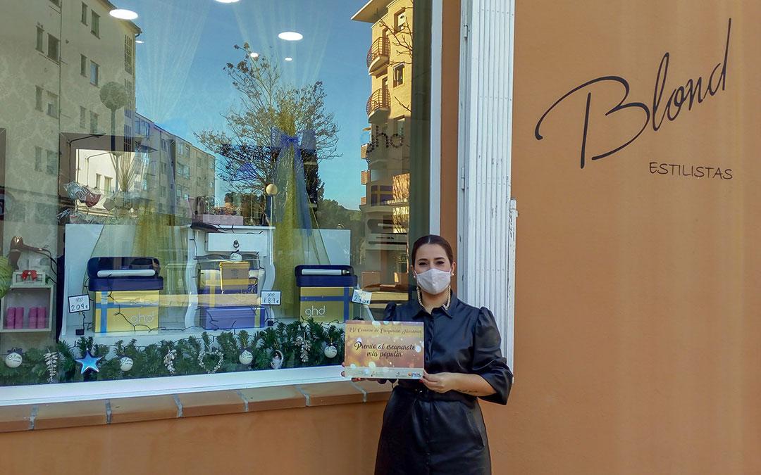 Blond Estilistas se hicieron con el premio al escaparate más popular de Alcañiz. / L.C.