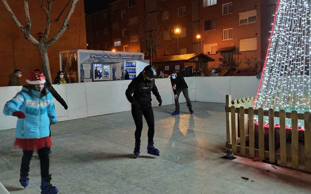 Inauguración de la pista de hielo de Andorra. / ALBERTO GRACIA