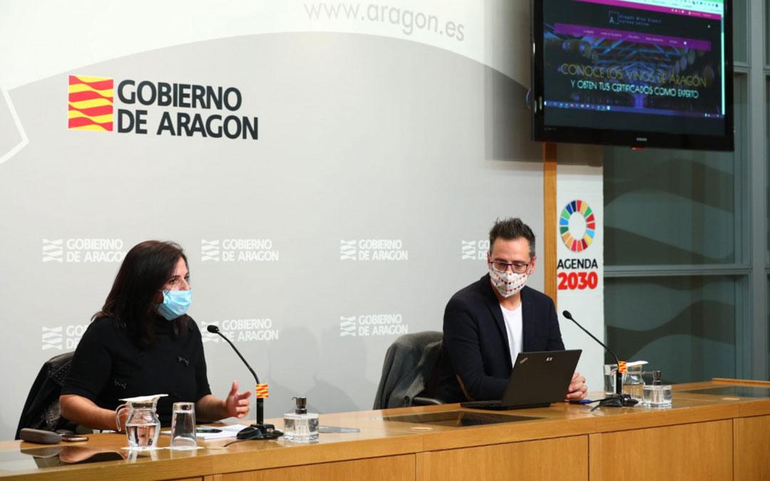 Mariano Navascués en la presentación de Aragón Wine Expert junto a Carmen Urbano./ DGA