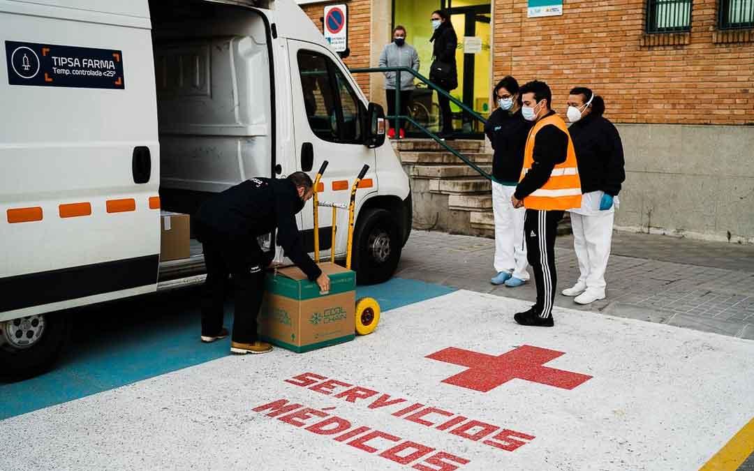 Recepción de las vacunas esta mañana en el centro de salud de Caspe. / CESÁREO LARROSA