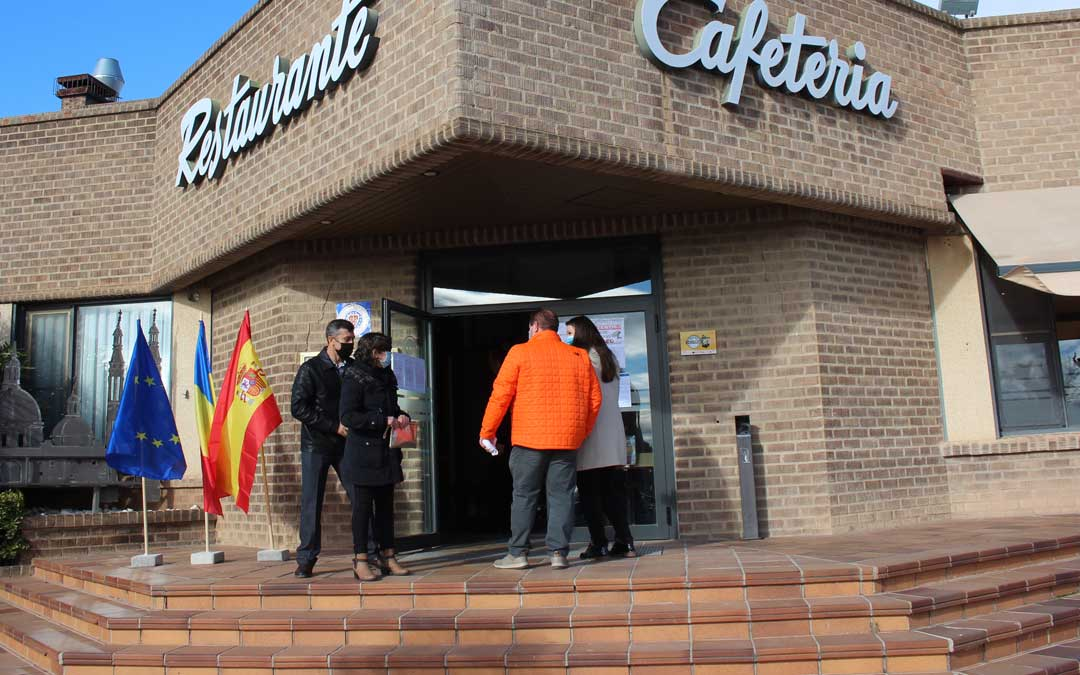 El colegio electoral ha estado en el Hotel Ciudad de Alcañiz. Las leyes rumanas no permiten realizar fotografías en el interior sin permiso del Consulado / L. Castel