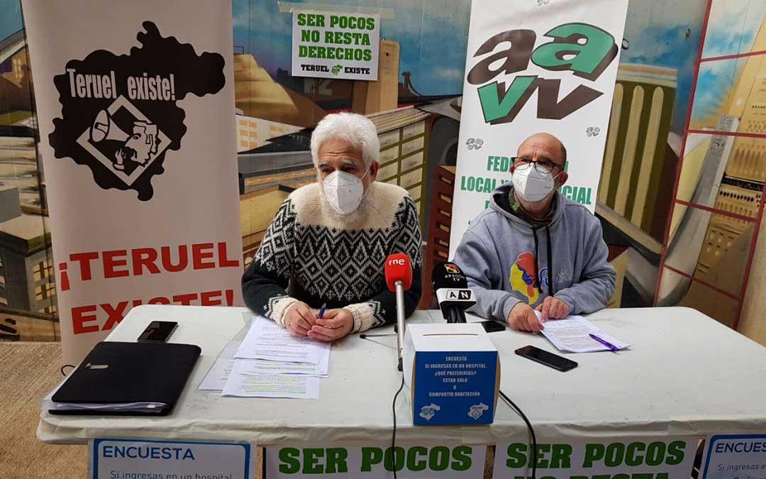 Portavoces de la Federación de Vecinos y Teruel Existe han presentado este viernes los datos de la encuesta./ Teruel Existe
