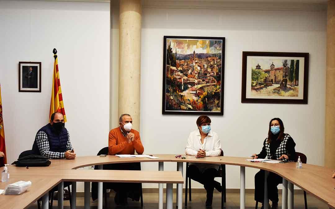 Los alcaldes de Chiprana, Nonaspe y Caspe, junto a la consejera de Servicios Sociales, Ana Jarque.