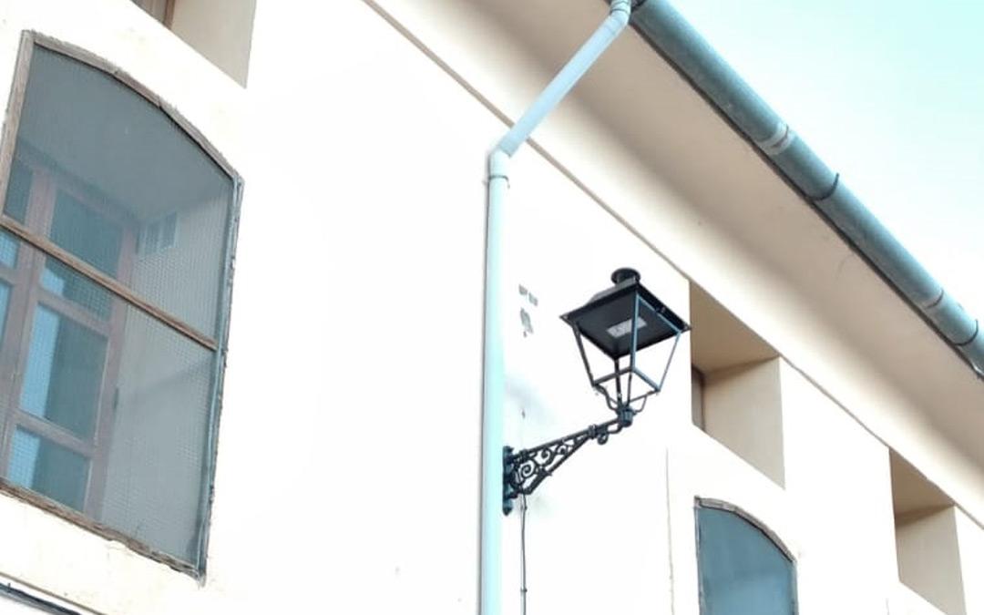 Una de las farolas con luz LED instaladas en Tronchón./R. Rabaza
