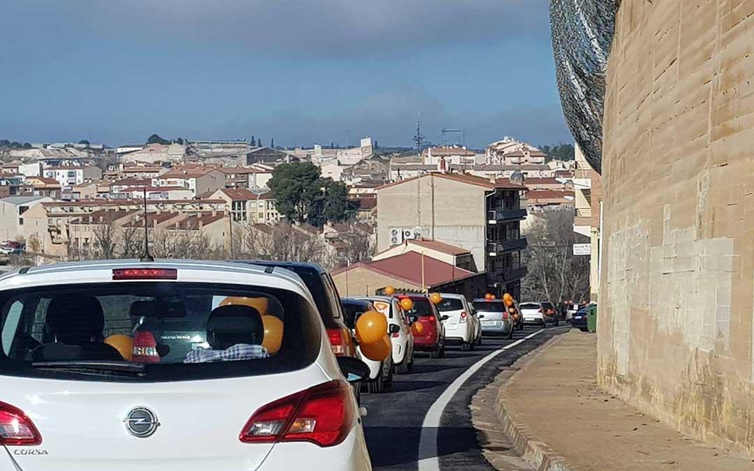 La movilización contra la Ley Celaá en la zona de El Corcho de Alcañiz este domingo./ Facebook Colegio La Inmaculada de Alcañiz