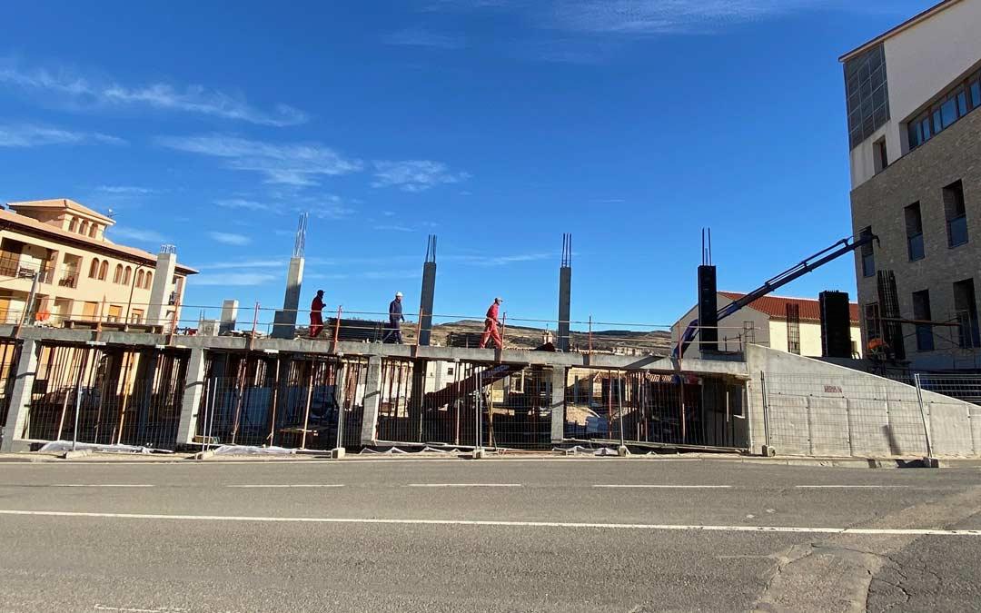 Desarrollo de la construcción del nuevo pabellón municipal de Cantavieja./A Martín