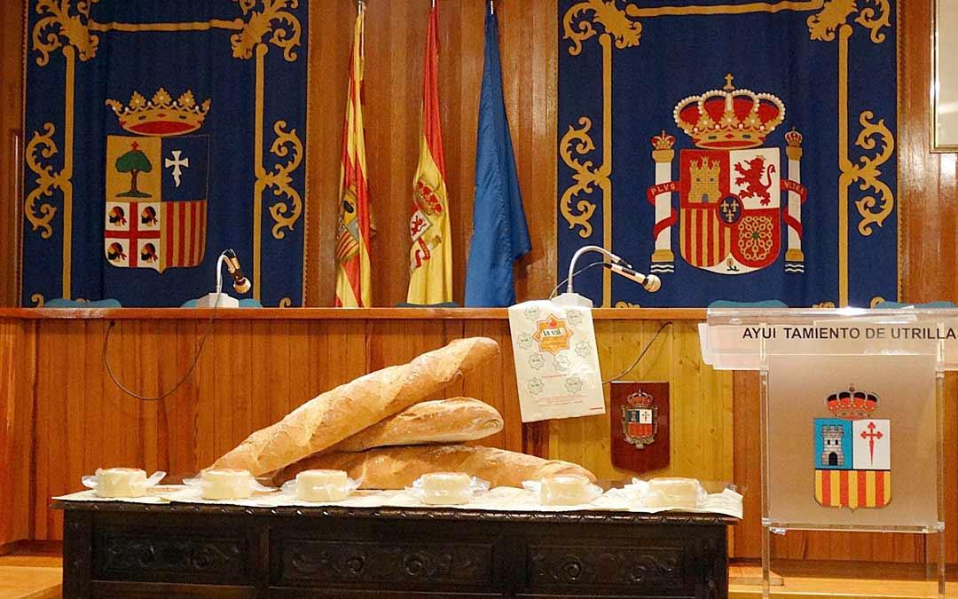 Además del cheque bebé, las familias recibirán pan de kilo y un queso./Ayuntamiento de Utrillas