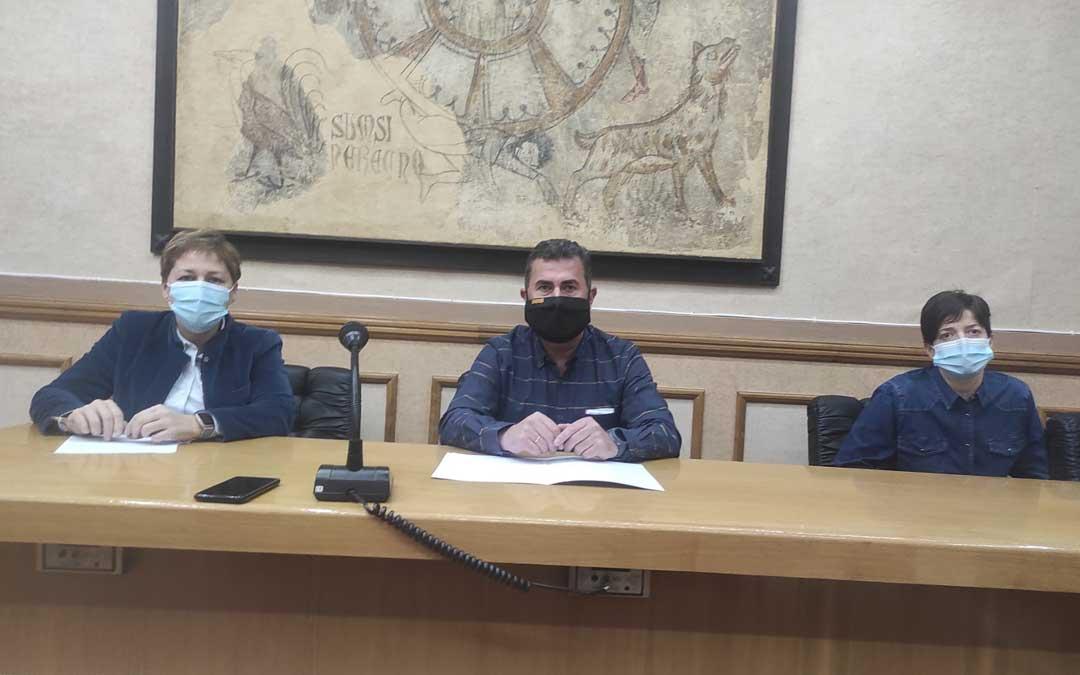 Los tres concejales del PAR de Alcañiz, Berta Zapater, Eduardo Orrios y Beatriz Altaba