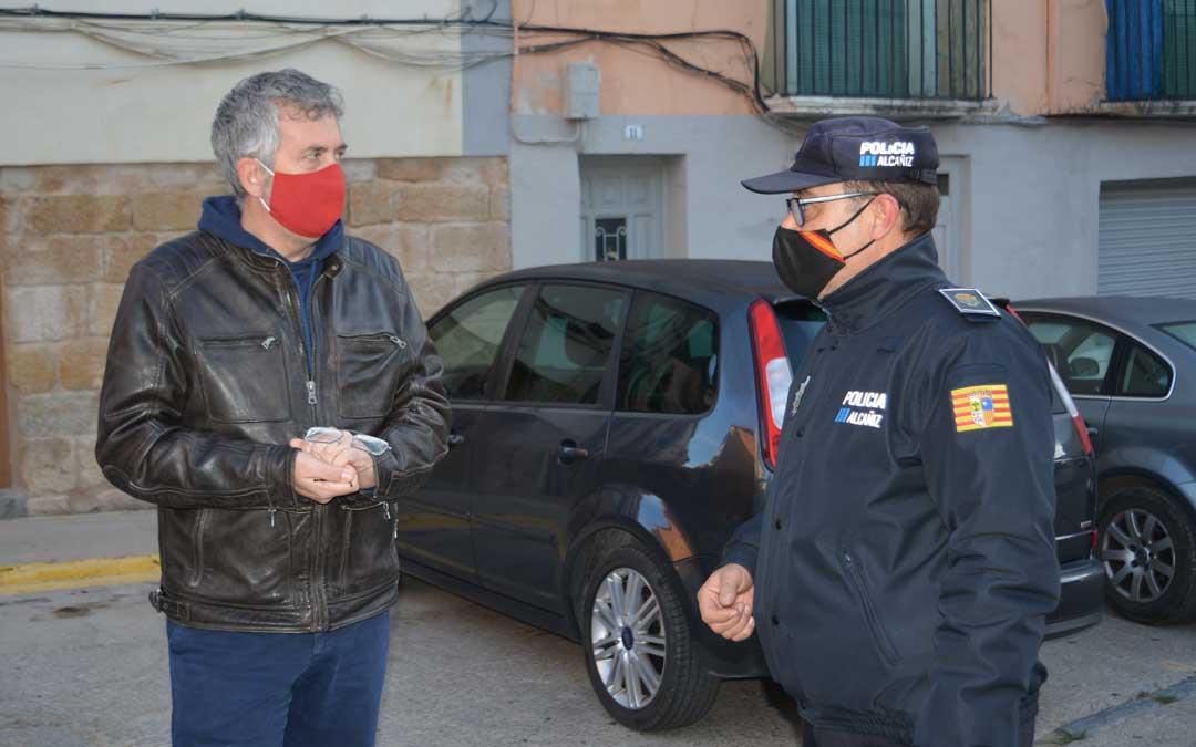 El concejal Kiko Lahoz y el jefe de la Policía Local, Pedro Obón / Ayto. Alcañiz