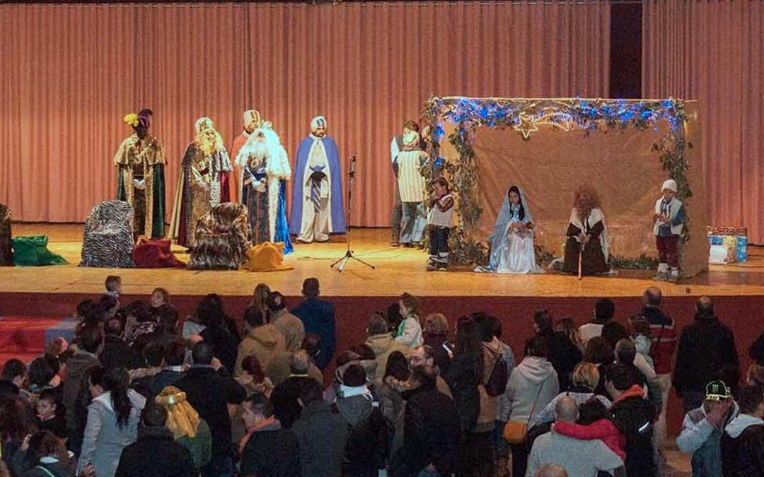 Los Reyes Magos durante una de sus visitas a Utrillas momentos antes de la entrega de regalos./ Ayto. de Utrillas