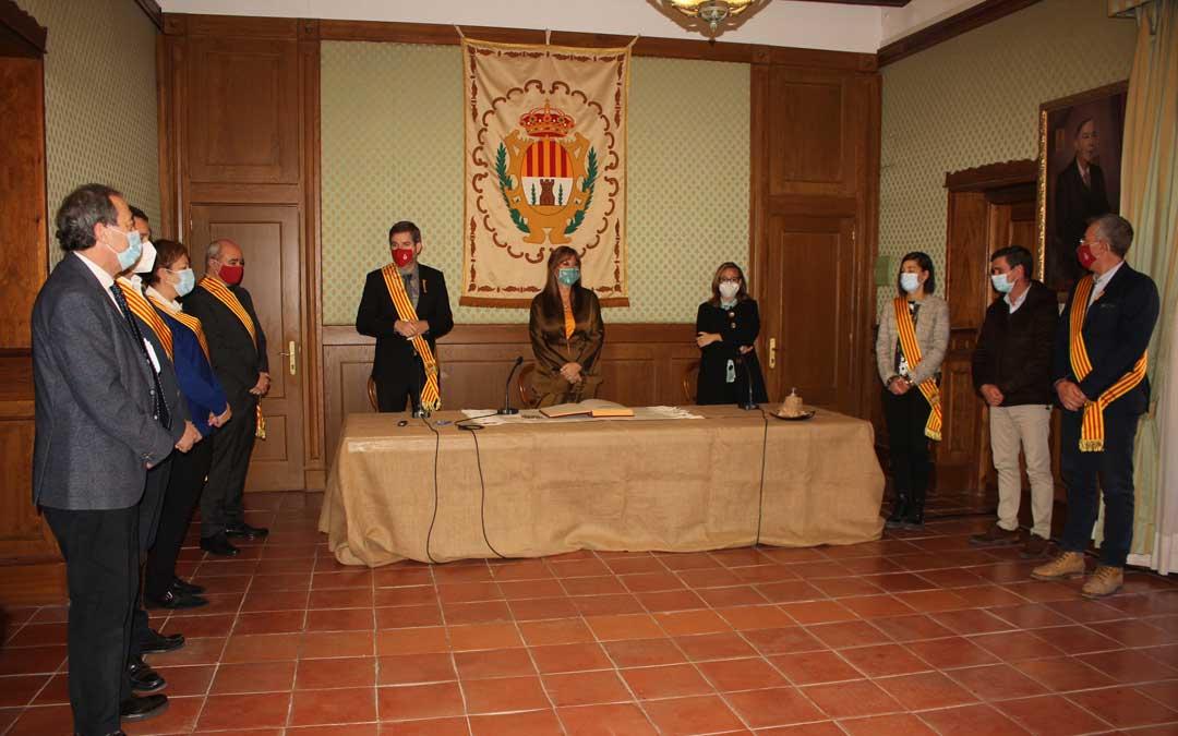 La consejera Repollés, acompañada por Mayte Pérez, ha sido recibida por una representación de la corporación municipal / L. Castel